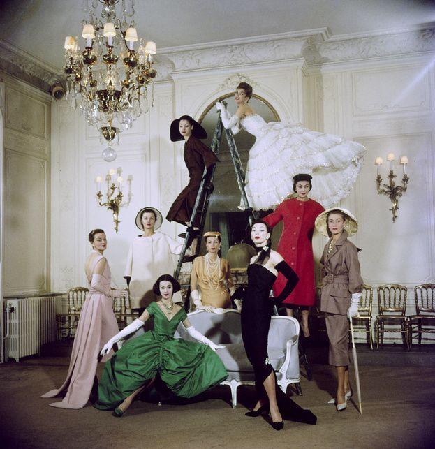 Mannequins posant pour la maison Christian Dior photographiés par Loomis DeanTime en 1957