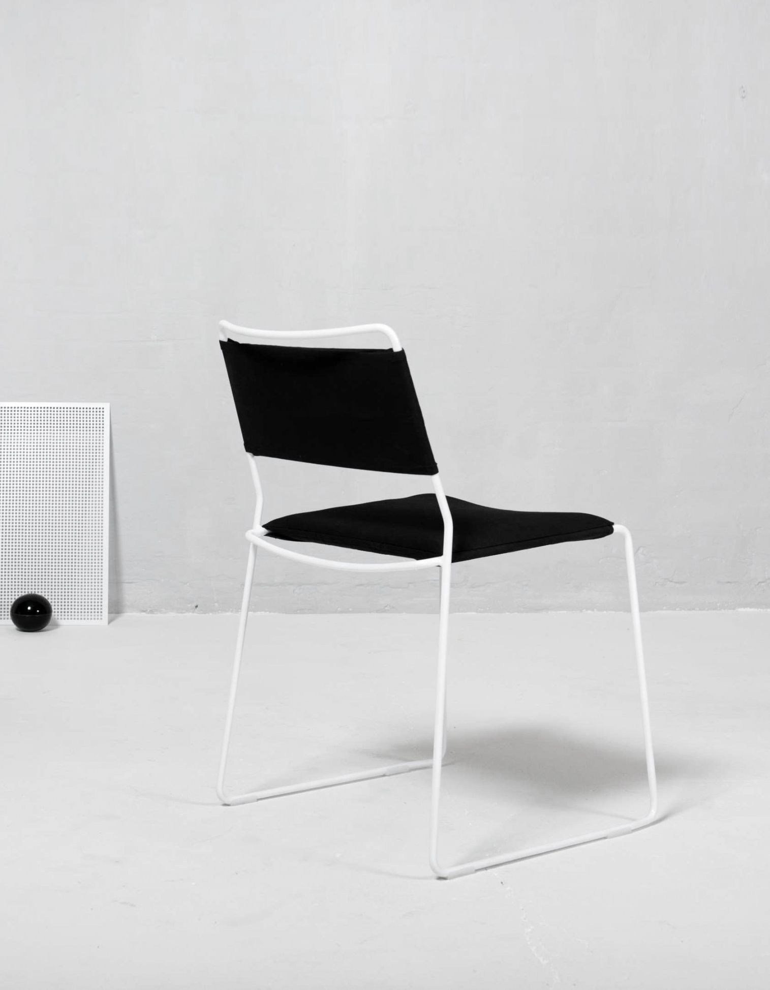 Aesence - Minimal Furniture Design - One Wire Chair Designed