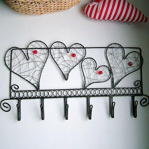 ZUDOS / zaláskovaný vešiak                folk, srdce,svadba