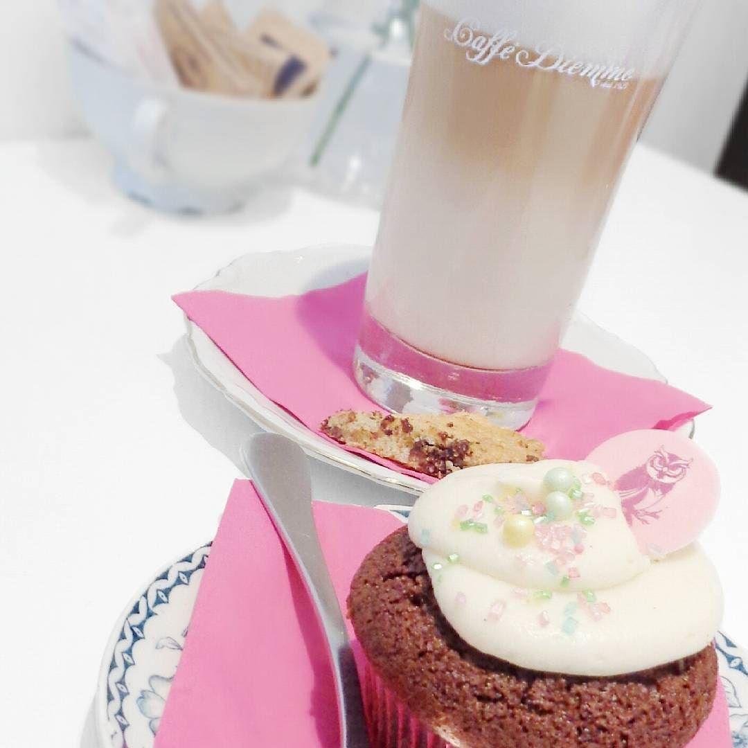 #redvelvet cupcake  cookie x cafe latte  #food #foodporn #instafood #cupcake #cookie #cafelatte #coffee #lilicup #photooftheday #like4like #l4l #음식 #컵케이크 #먹고 #과자 #카페라떼 #쿠키 #커피 #레드벨벳 by leehaelyn
