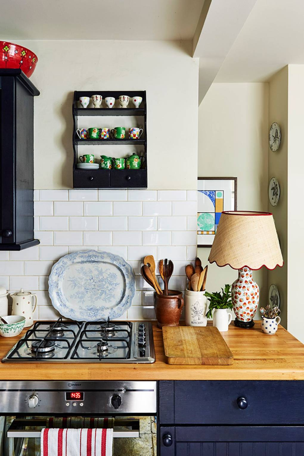 Lamps On Kitchen Counters Google Search Kitchen Remodel Small Country Kitchen Designs Country Cottage Kitchen