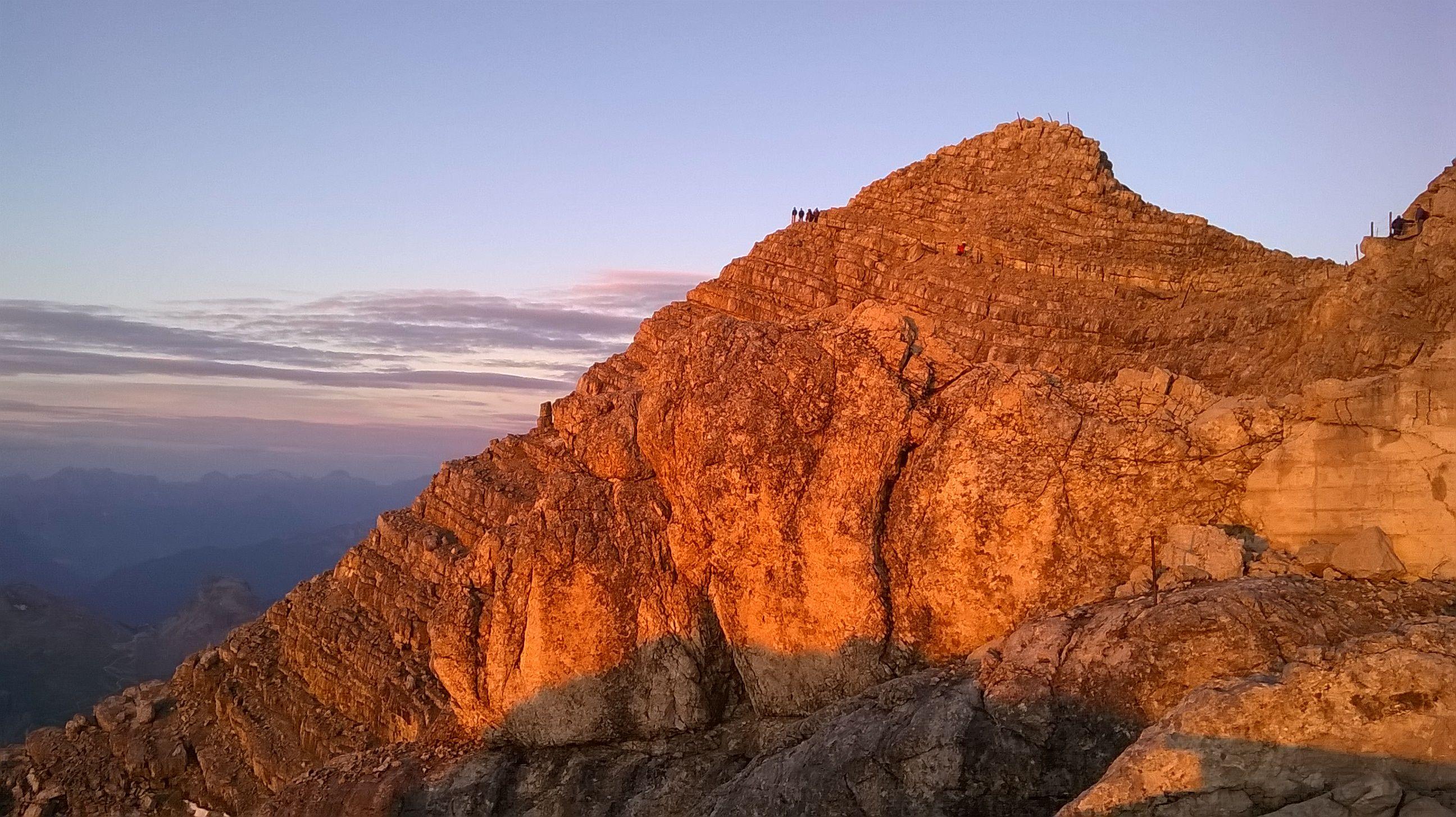 Alba di fuoco sulle Dolomiti