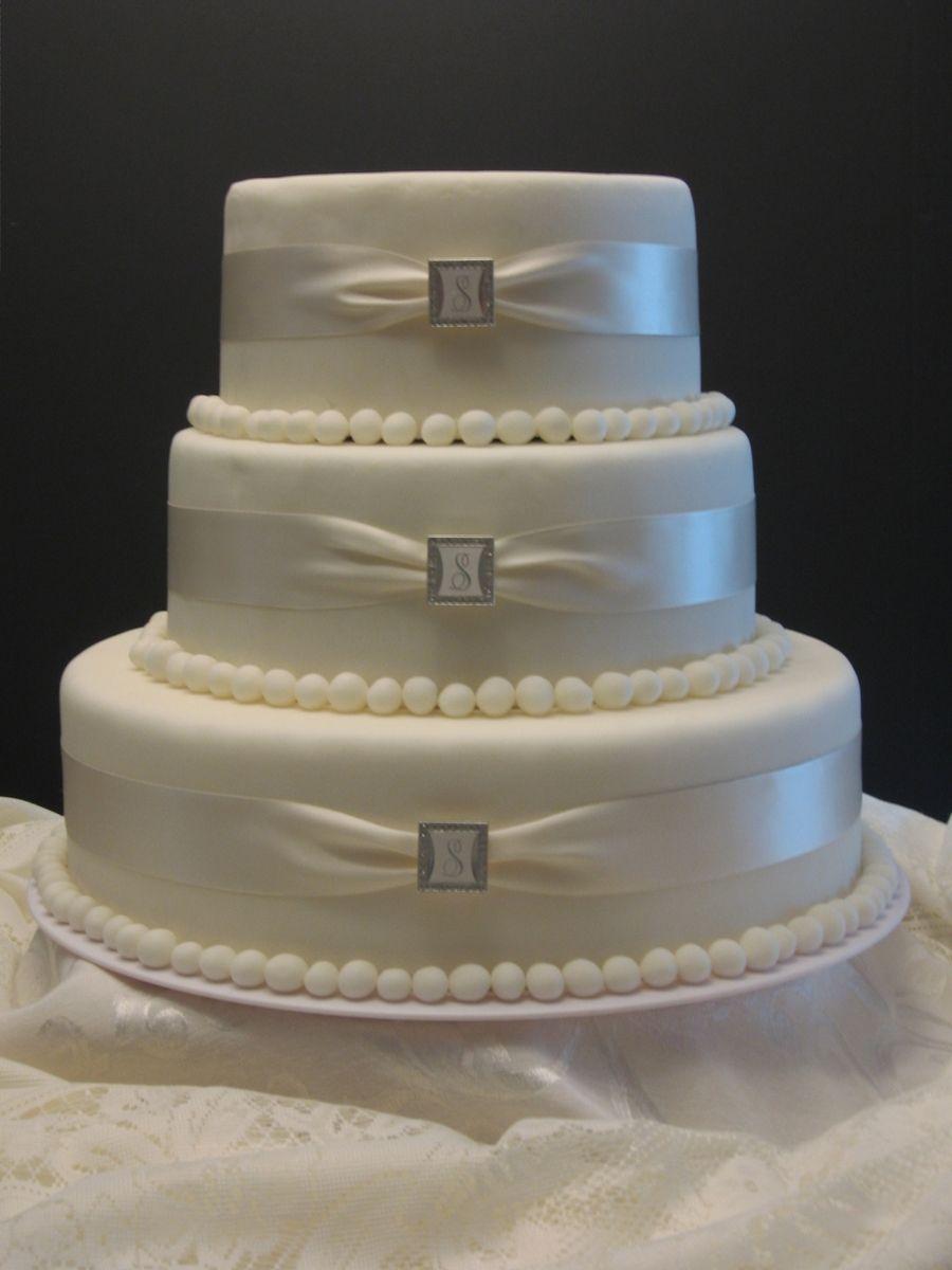 Simple Elegant Round wedding cakes, Daisy wedding cakes