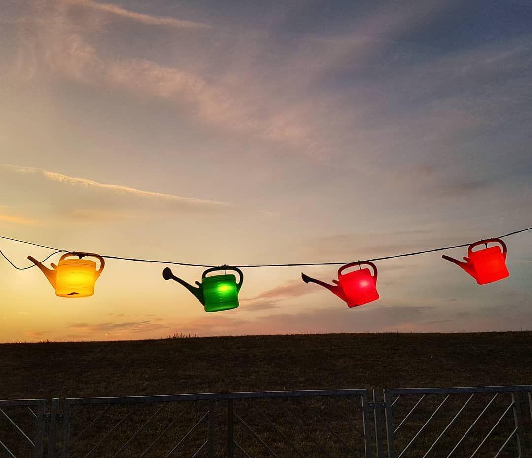 Lichterkette Aus Giesskannen Giesskanne Lichterkette Light Lichter Beleuchtung Licht Wateringcan Leuchten Lat Garten Deko Gartengestaltung Garten Ideen