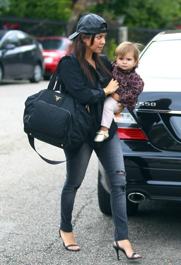 998a2d77df40c7 Kourtney Kardashian and her Prada diaper bag! Gorgeous! | Handbags ...