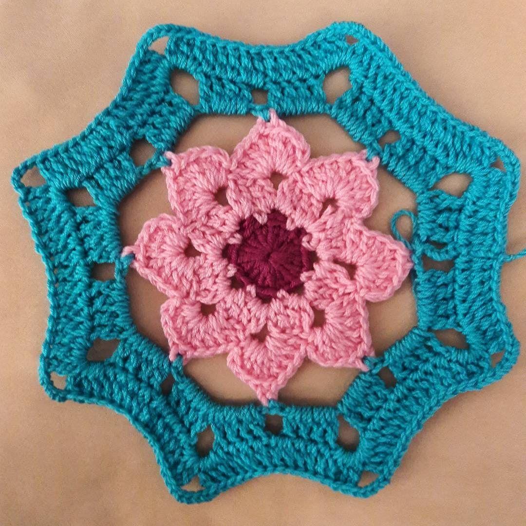 O kadar cok ormusum ki bu ciceklerden  #motifs #motif #motifbirleştirme #crochetblanket #crochetmood #cndnyprk #crochetart #crochettherapy #crochet #babyblanket #crochetpillow #hakeln #handmade #virka #ganchillo #knitting #knit #tigisi #elemegi #amigurumi #10marifet by cndnyprk