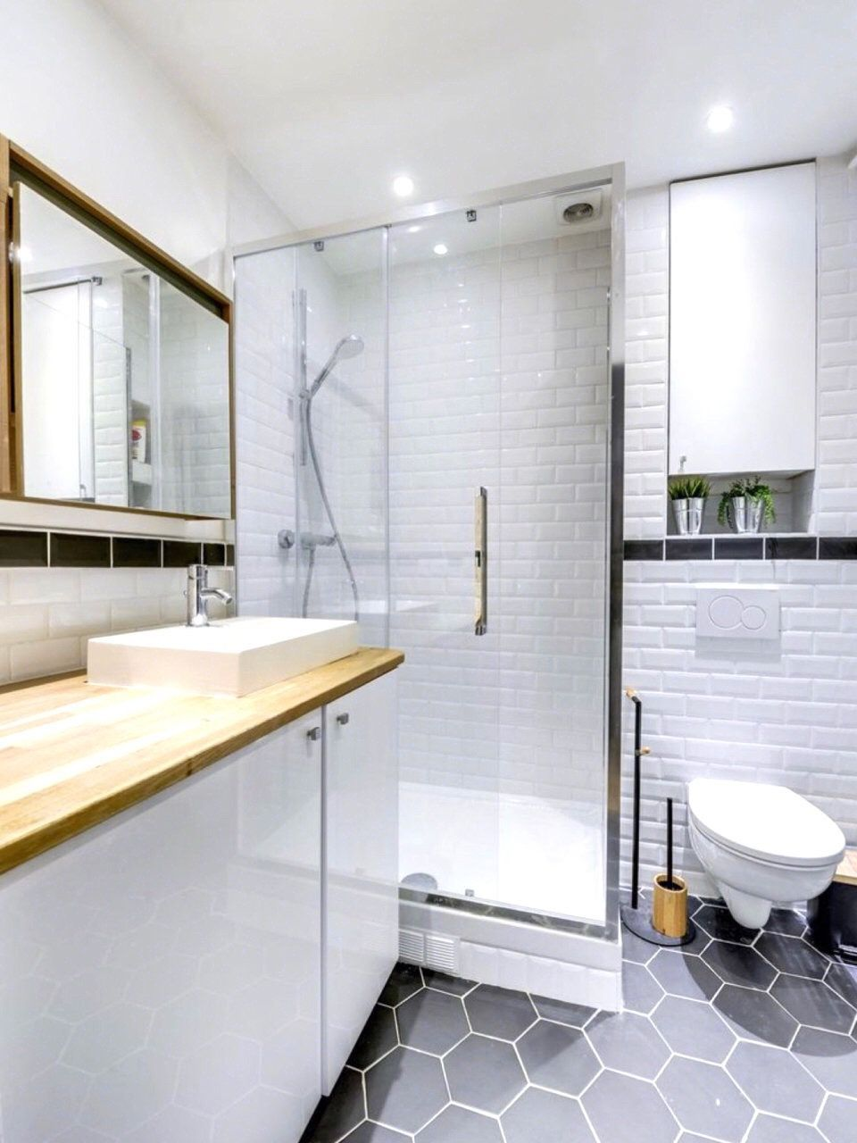 2019 Bathroom Trends That You Don T Want To Miss In 2020 Modern Bathroom Decor Bathroom Wallpaper Modern Bathroom Design