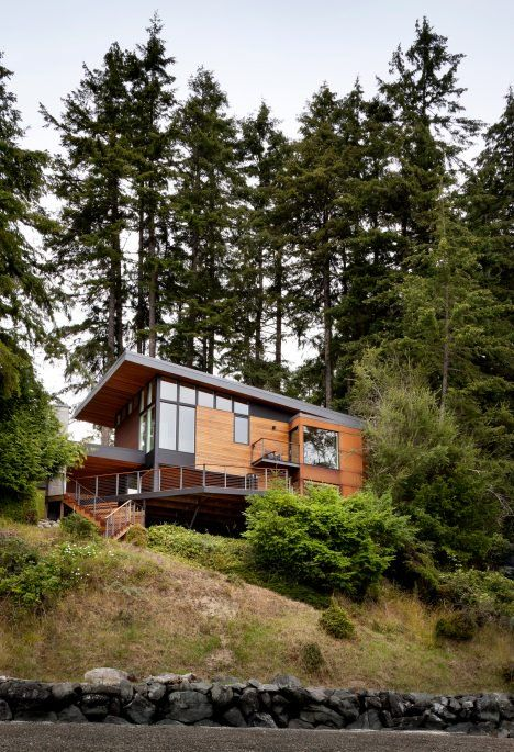 Design And Construction Firm First Lamp Architects Has Raised This Family Home Near Seattle Above A Nearby Body Of Water Drawing References From Avec Images Maison Chalet