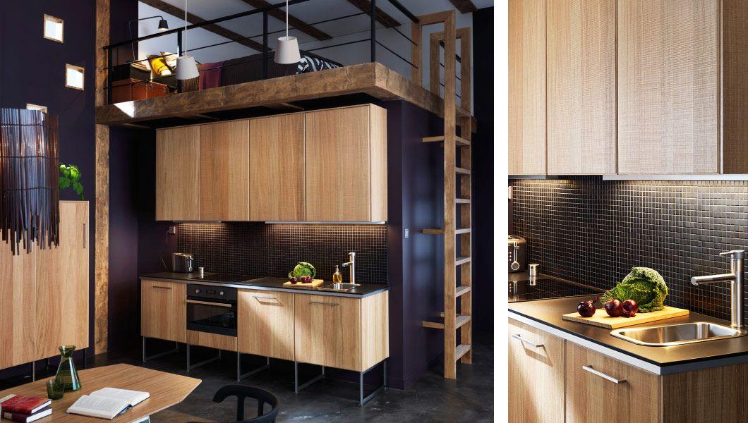 Moderne METOD Küche Mit HYTTAN Fronten Und Deckseiten In Eichenfurnier Und  Dunkler Arbeitsplatte
