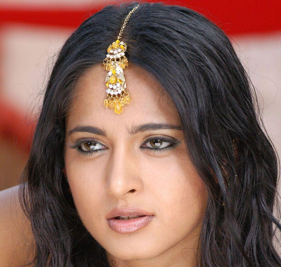 Telugu Actress Anushka Shetty Mass Face Closeup Gallery