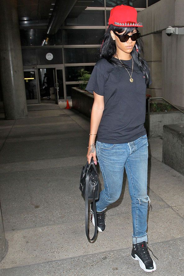 7c76c7a63c Rihanna airport style. Rihanna airport style Celebrity Airport Style