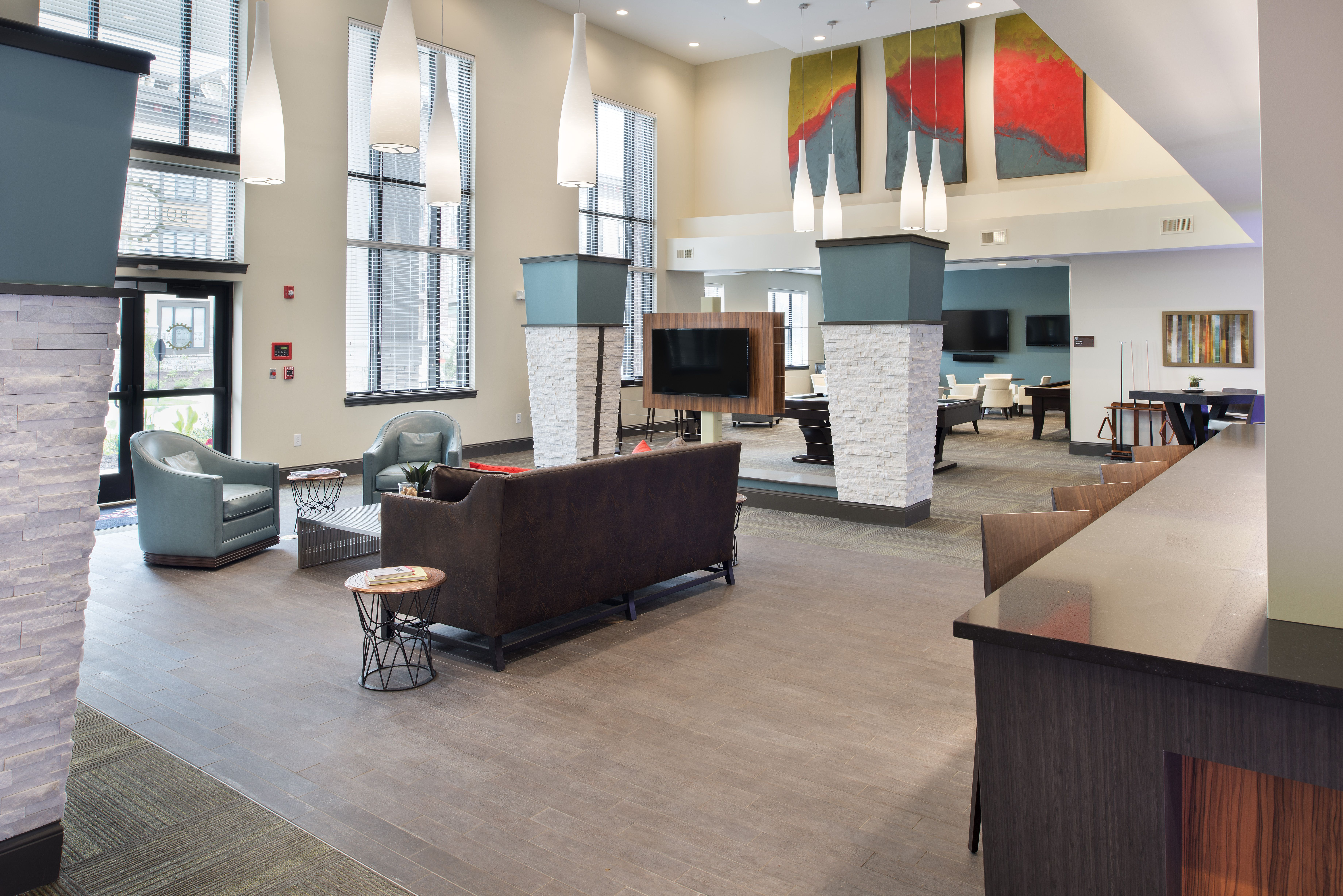Lobby And Guest Seating Area At The Boulevard At Oakley Station Located In Cincinnati Ohio Apartments For Rent Two Bedroom Apartments Apartment