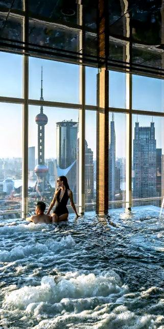 Ja ...deze zet ik bij gewoon lekker http://hoor...is toch geweldig? - JS. Penthouse pool at the Four Seasons Hotel Shanghai. Design by http://freefacebookcovers.net
