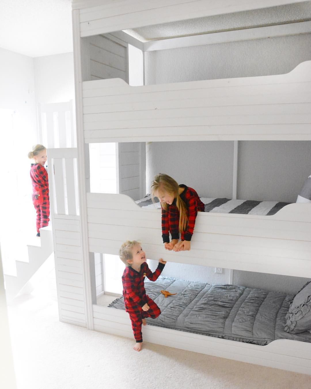 Tripple Bunk Bed Small Room