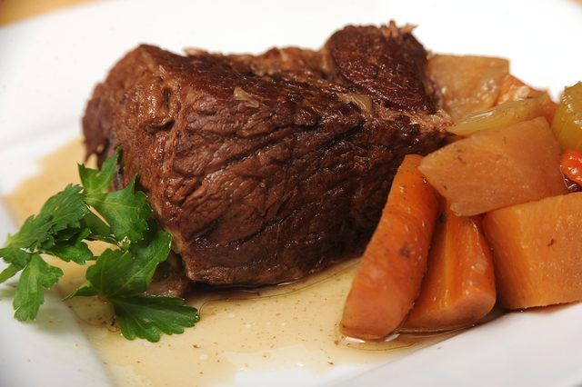 How to cook beef chuck tender roast in crock pot