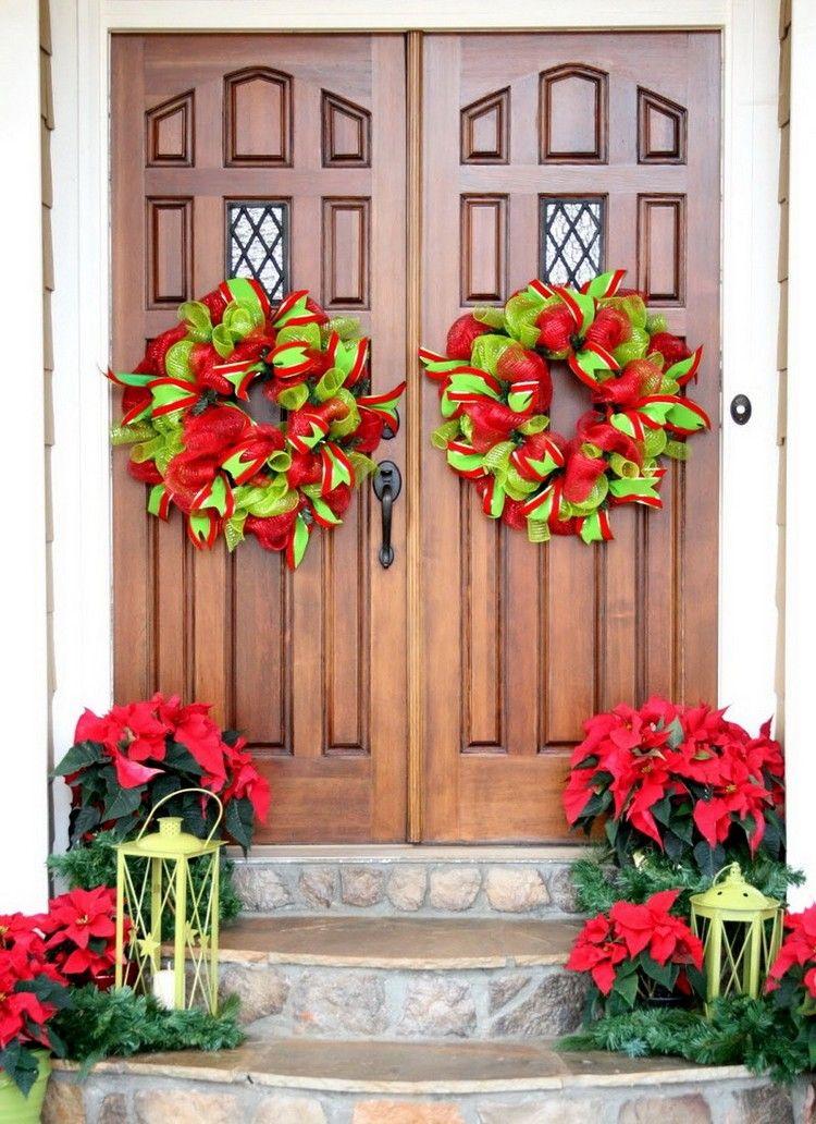 Weihnachtsdeko Hauseingang klassische weihnachtsdeko hauseingang rot grün kränze