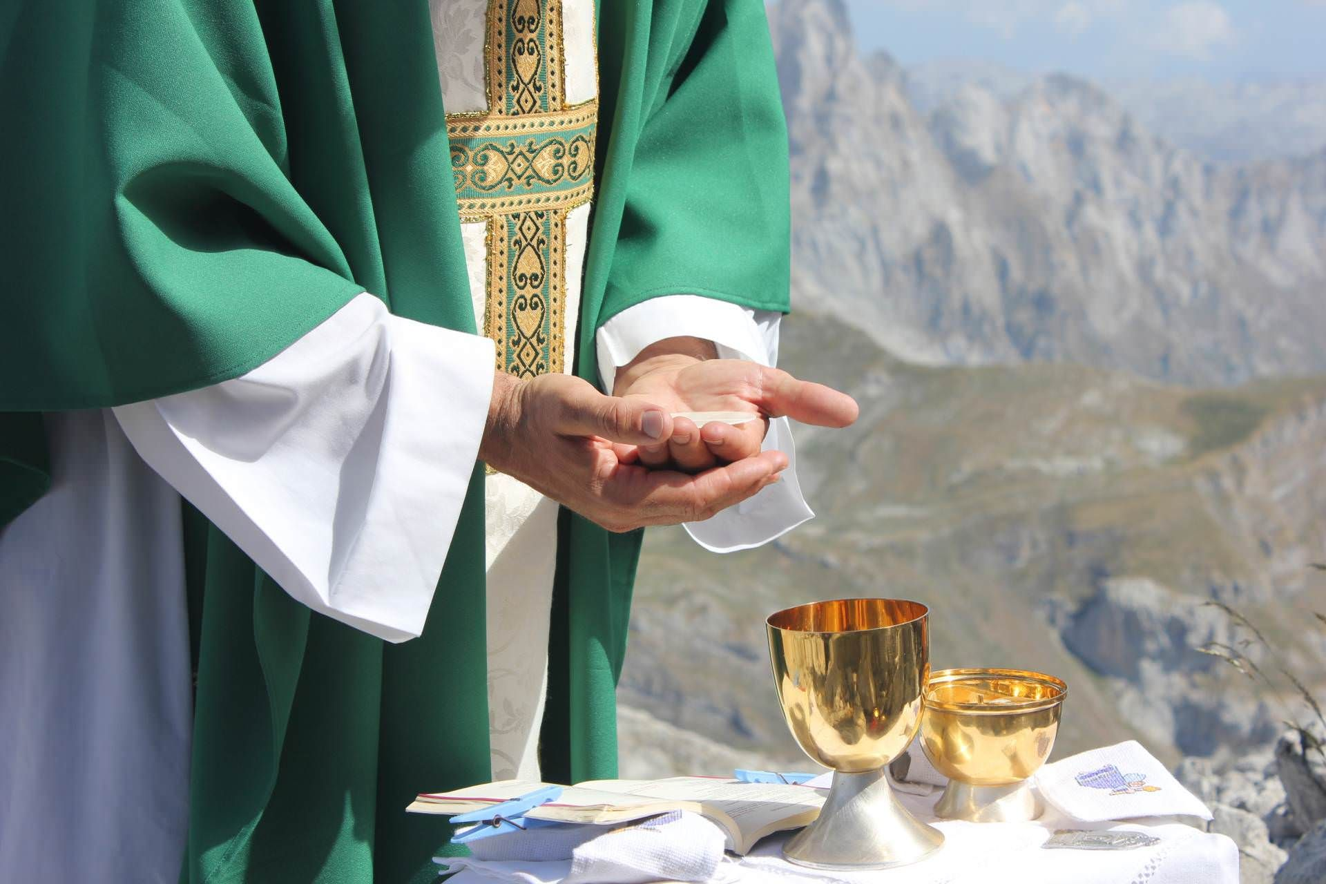 Imagen Católica: Misa, Eucaristia, Sacerdote, Hostia