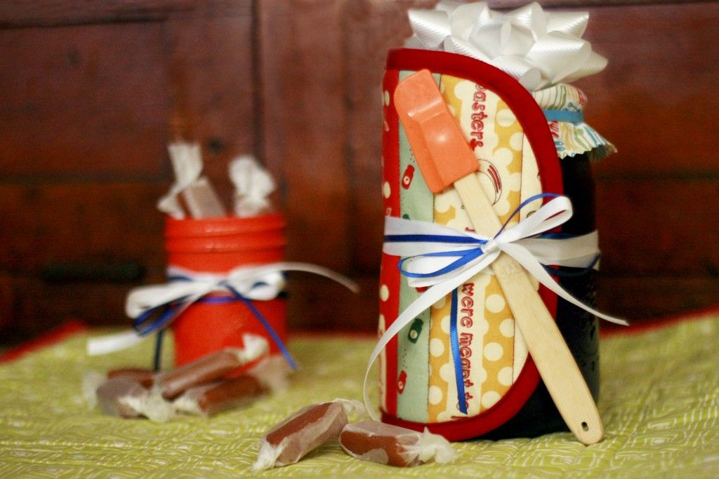 painted mason jars and homemade pot holder and spatula gift idea rubystarwrapping sewing. Black Bedroom Furniture Sets. Home Design Ideas