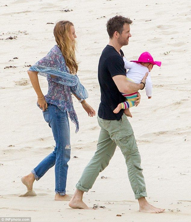 Ryan Reynolds And Blake Lively On The Beach | Ryan ...