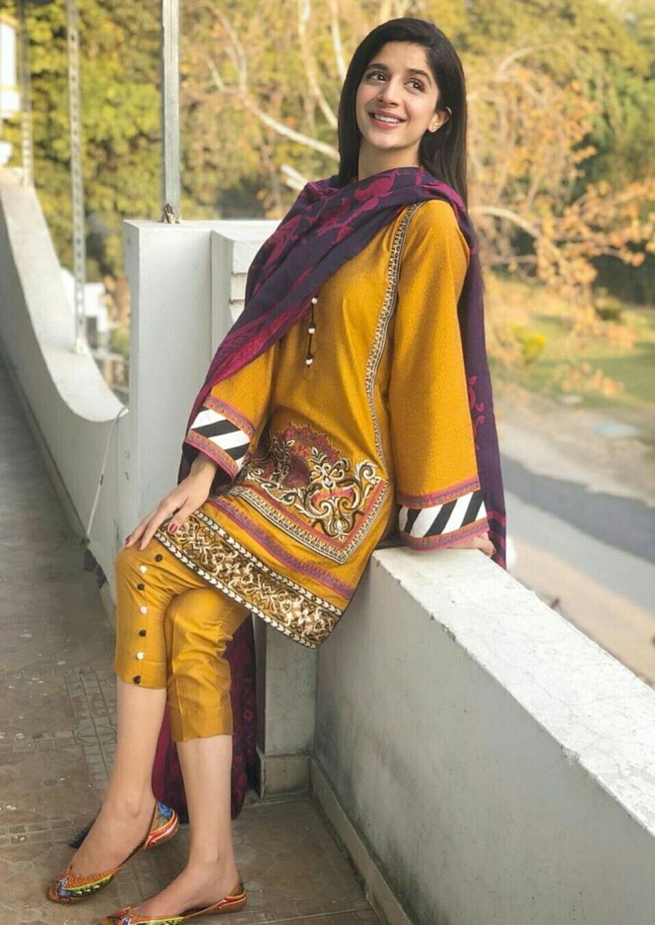 Pin by Wajahat Alam on urwa and Mawra hocane | Pakistani ...