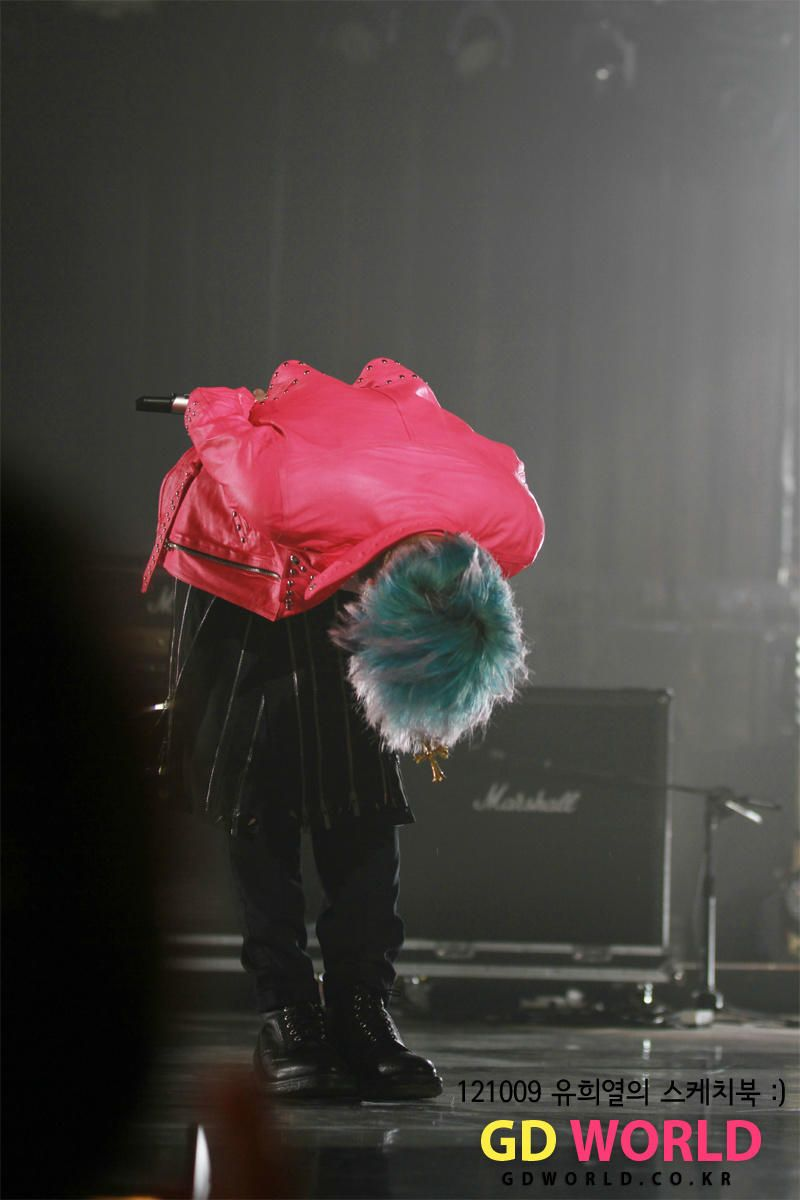 It is a lie to say that G-Dragon is still the same guy he was when he debuted in 2007, many things may have changed, emotions,feelings etc but one thing that never changes about our Dragon isn't actually a G-Dragon thing....but it's a Kwon Jiyong thing,that has always been there and that is Ladies and Gentleman his 90+ degrees :) <3 <3