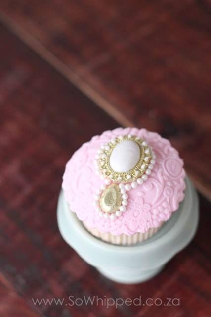 Pink & Gold Cupcake