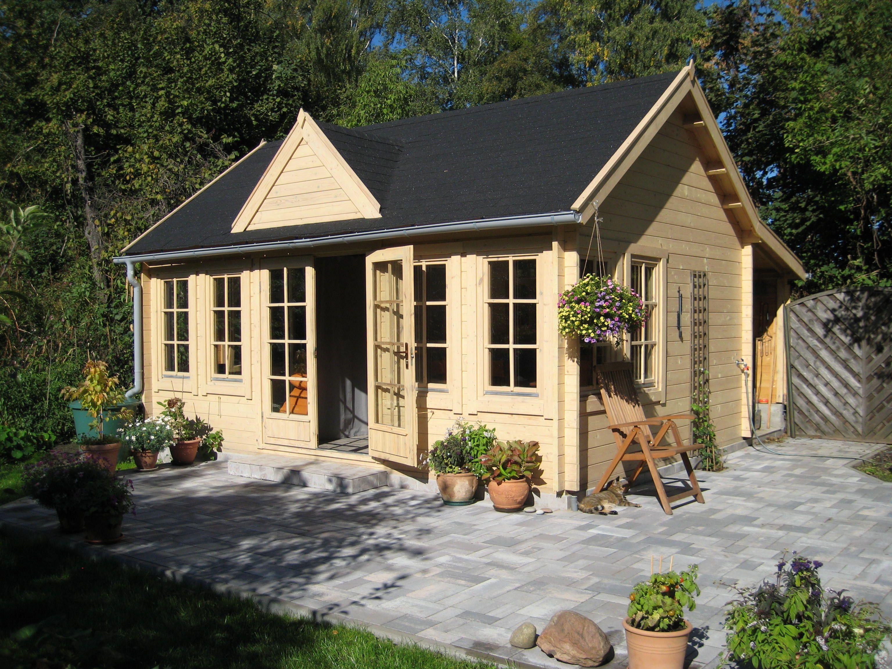 Mediterrane Gartenhäuser clockhouse gartenhaus im gemütlichen landhaus stil mit einer