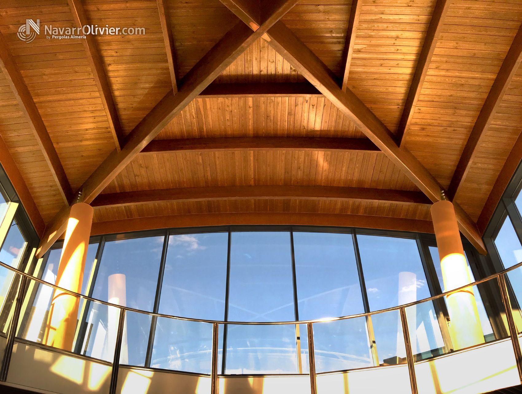 Estructura de madera construida en vigas de madera laminada encolada curva mas informaci n t - Cubiertas de madera laminada ...