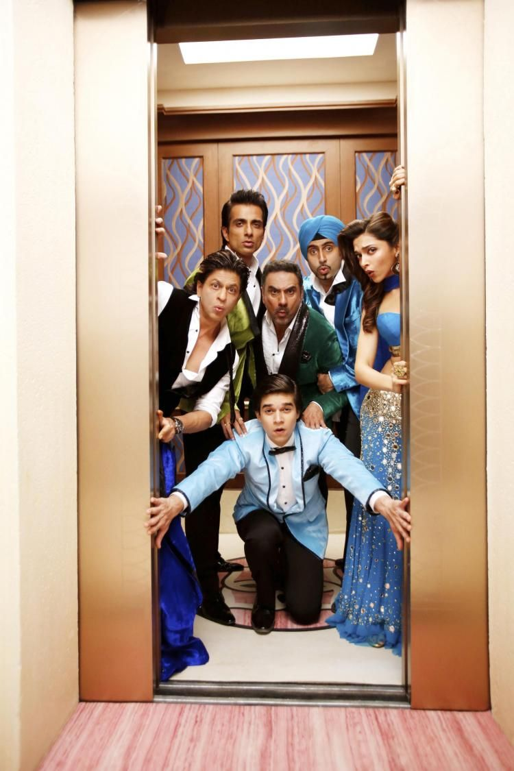 Watch The Fun Peppy Track India Waale From Srk S Happy New Year Pinkvilla Happy New Year Bollywood Happy New Year Movie Bollywood Movies