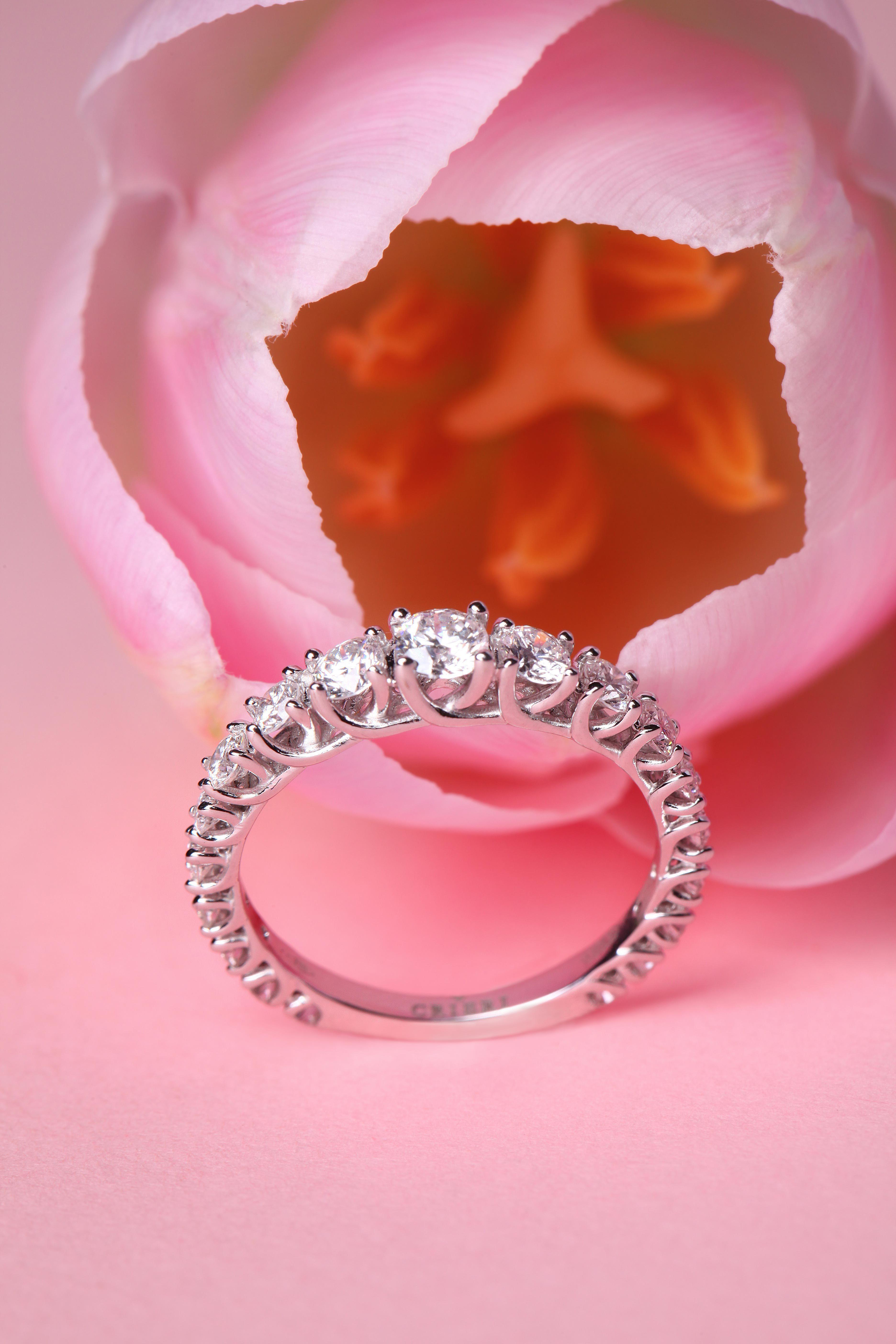 Anello Elegance Crieri. Oro bianco e diamanti taglio brillante ...
