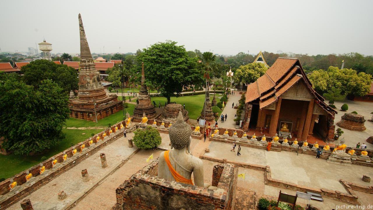 Blick vom Chedi auf Wat Yai Chai Mongkhon