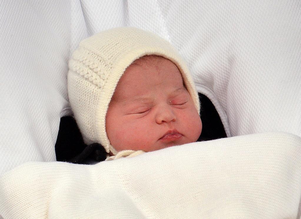 #RoyalBaby name Trois prénoms symboliques pour la princesse Charlotte, Elizabeth, Diana  http://yhoo.it/1zmfraD