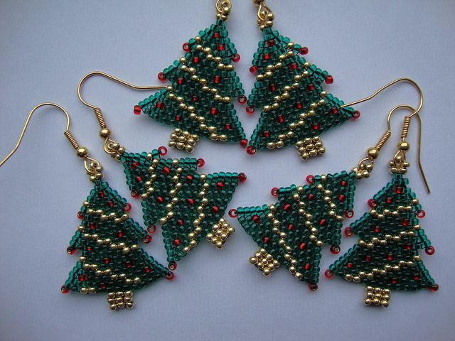 Christmas Tree Earrings  Seed bead projects Christmas trees and