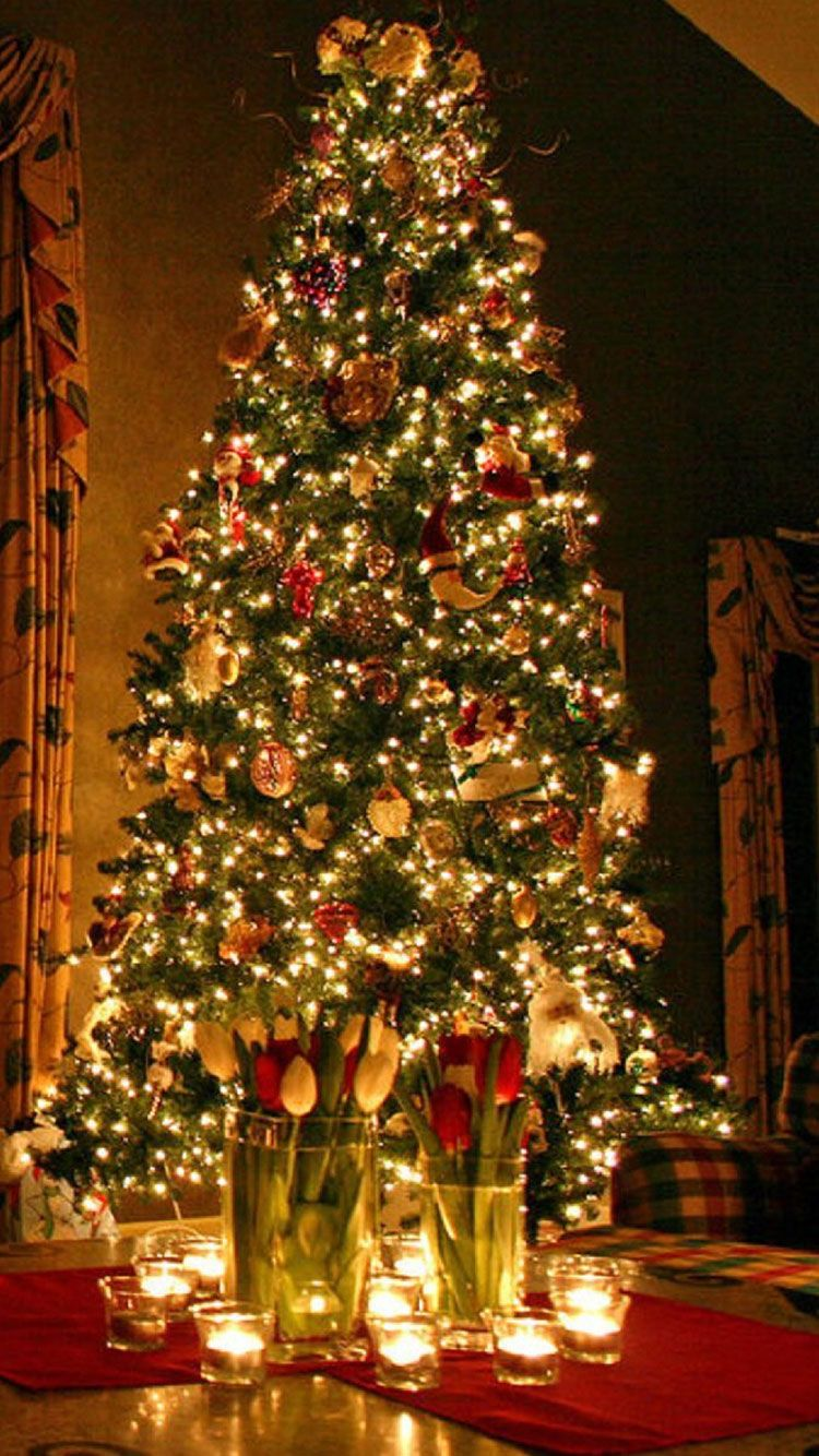 Christmas iPhone Wallpaper 8 Christmas tree decorations