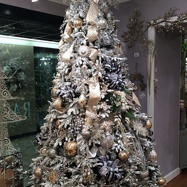 Fabulous Christmas tree decked with diamonds, pearls and ribbon. #christmastree #christmas #decorations #bling #ribbon #glassbaubles #decadent