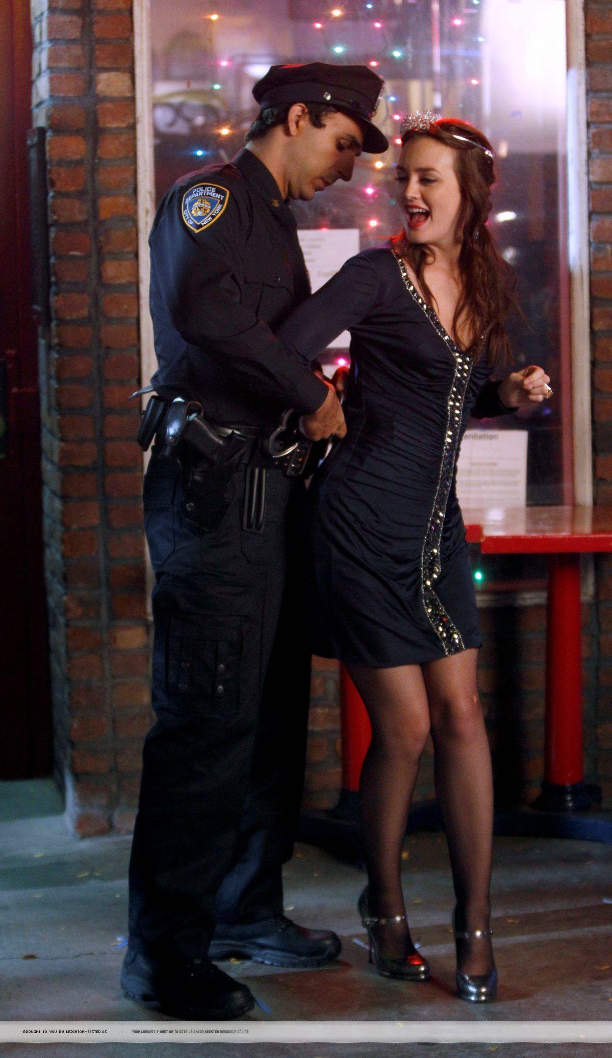 Gossip Girl - Blair Waldorf getting arrested at her Bachelorette ...