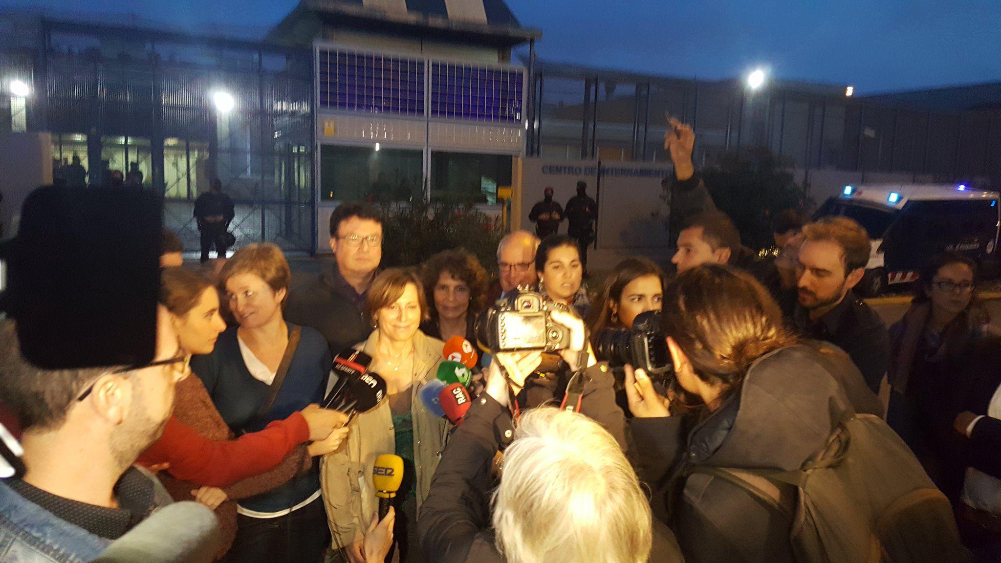 Forcadell exige en las puertas del CIE de Barcelona su clausura