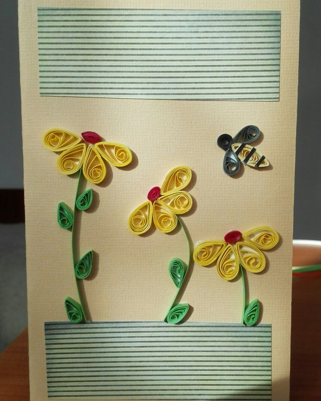 #quilling #flowers #bee