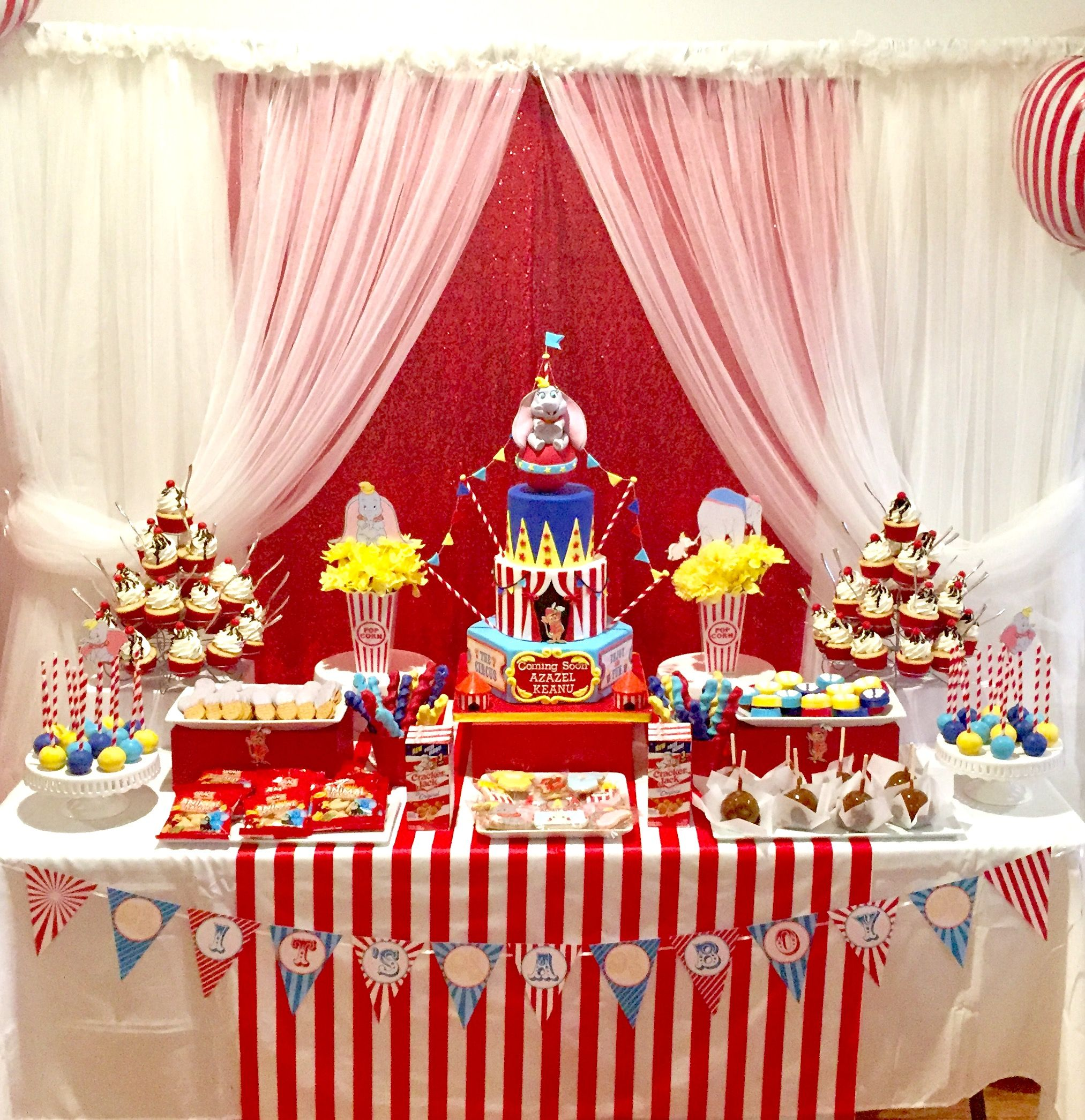 Dumbo baby shower sweets table My cakes Pinterest