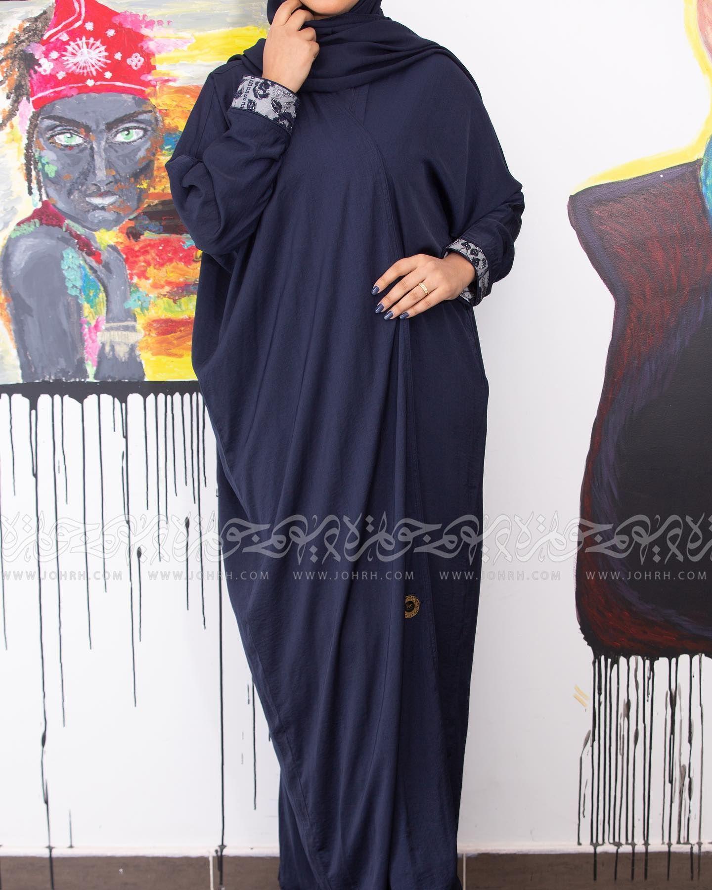 عباية حرير مغسول كحلي بتفتة بالظهر والاكمام رقم الموديل 1692 السعر بعد الخصم 250 متجر جوهرة عباية عبايات ستايل عباية Fashion Dresses Maxi Dress