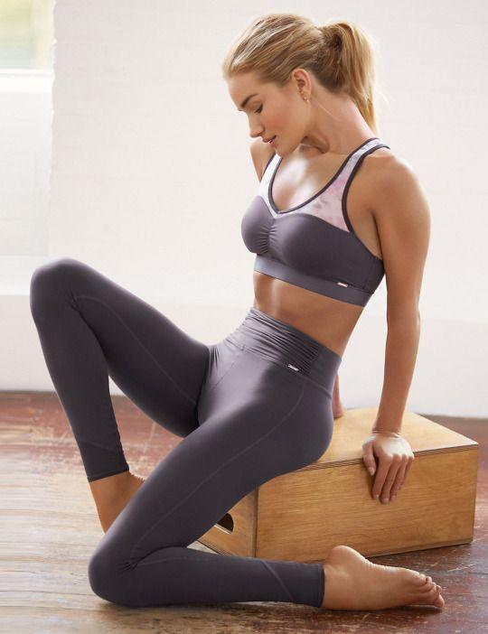 Hotties in yoga pants