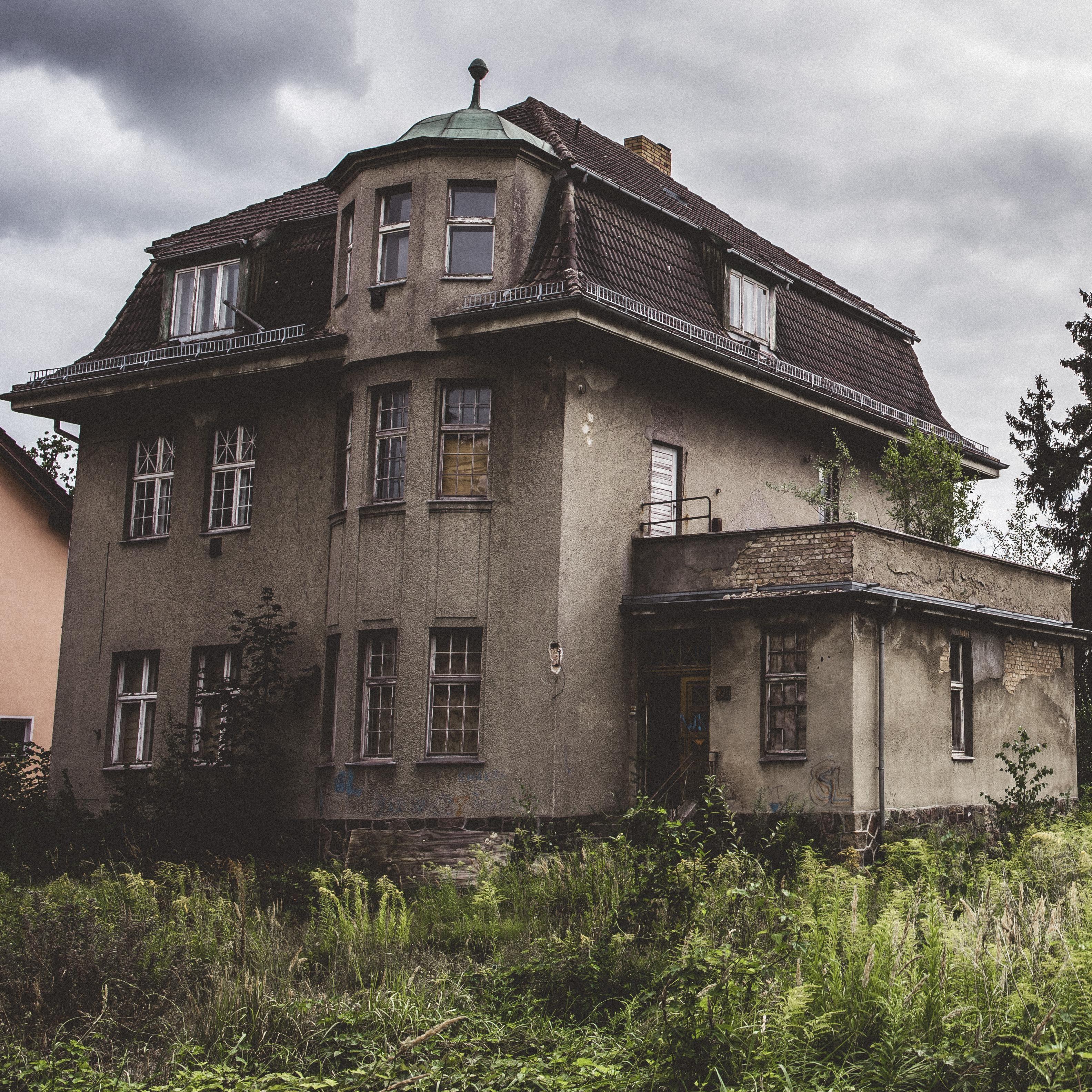 Abandoned Domicile In Waren Germany [OC] [3176x3176]