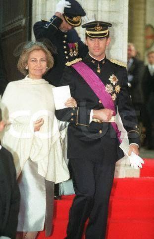 Reina Sofia y Príncipe Felipe en la boda real de Felipe de Bélgica y Matilde d'Udekem d'Acoz.