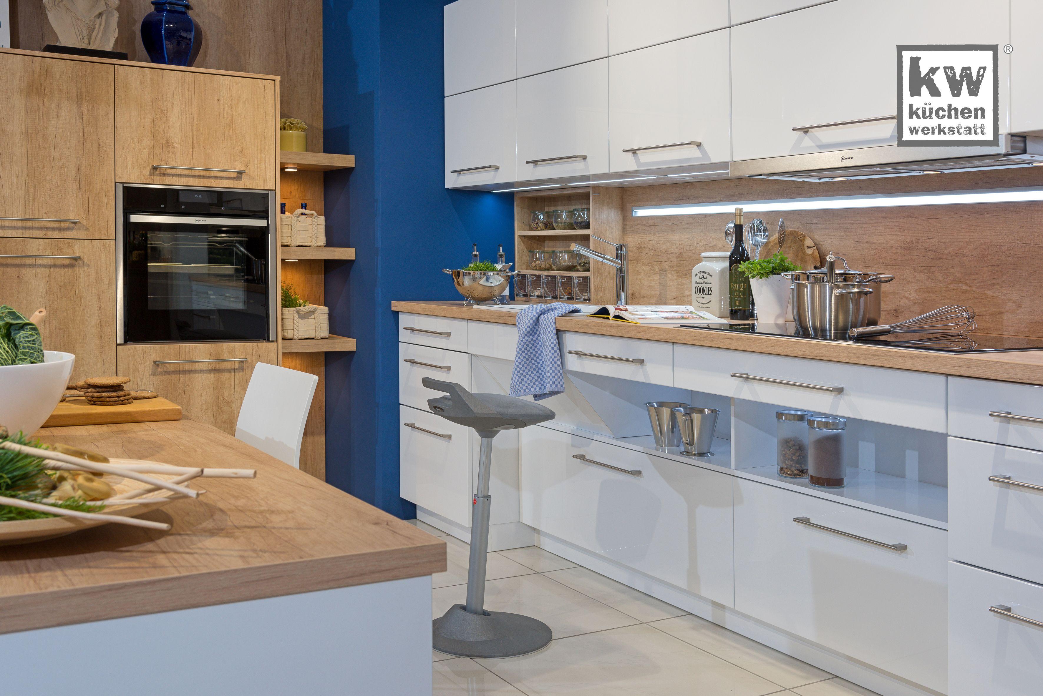 Barrierefrei Komfortkuche In Freundlichen Farben Moderne Kuche Kuche Modern