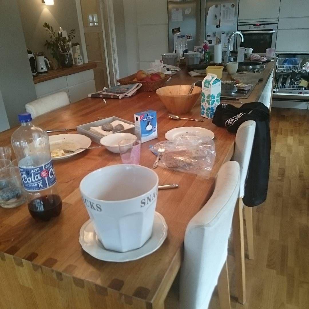 Helt jævlig rotete😨😨😨 Ikke alltid ryddig nei @nordic_by_maag 😉 Stor benk er fint, men gir bare mer plass til rotet. Gi meg 10 minutter og det er strøkent igjen😀 #rot#på#kjøkkenet #må #rydde #nå