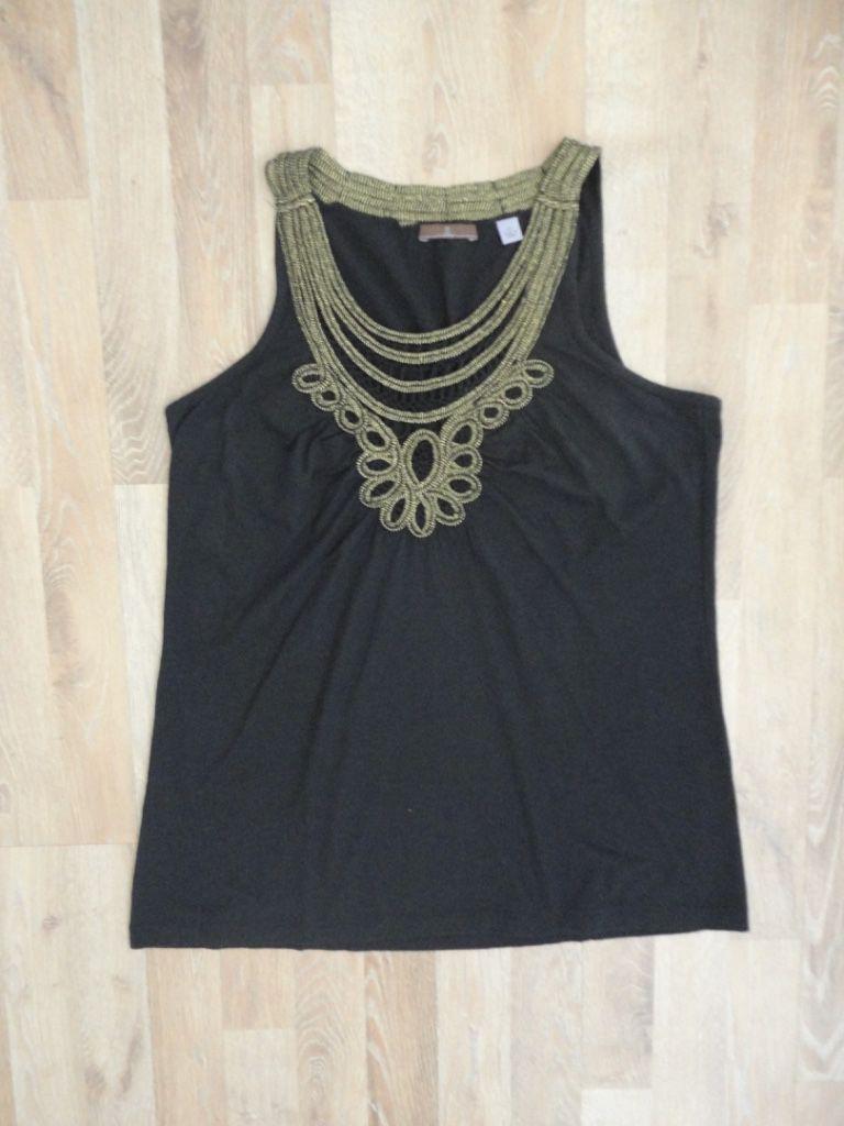 Musculosa de algodón negra, cuello redondo con bordado en hilo dorado #cullen #ComoNueva  #ModaSustentable. Compra esta prenda en www.saveweb.com.ar!