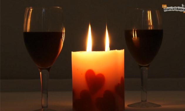 Estas velas con corazones son ideales para una cena rom ntica aprende a hacerlas con el paso a - Cena romantica con velas ...