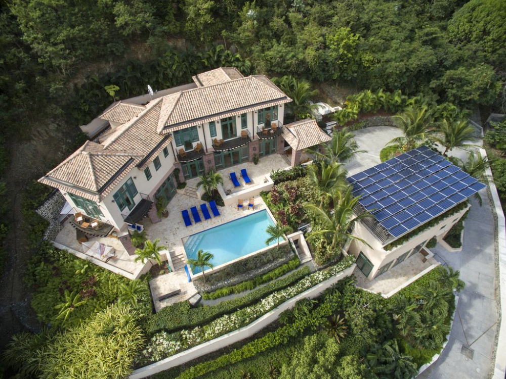 Taylor House: Four Bedroom Luxury Waterfront Villa in ...