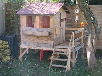 cabane pour enfant en bois de r cup 39 diy palette cabane enfant cabanes et jeux d 39 ext rieur. Black Bedroom Furniture Sets. Home Design Ideas