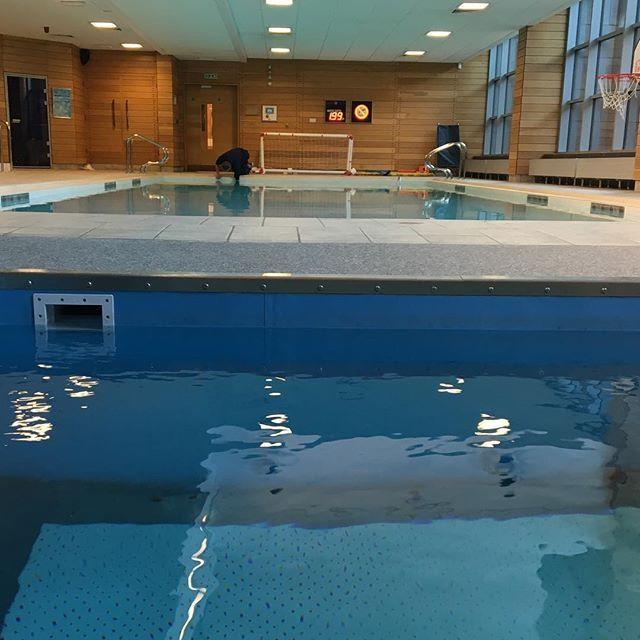 David Luiz @davidluiz_4: Swimming session!